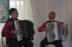 Выступление дуэта баянистов на открытии выставки ''Москва и москвичи''