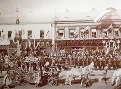 Императорский кортеж на улицах Москвы по случаю коронации Николая II