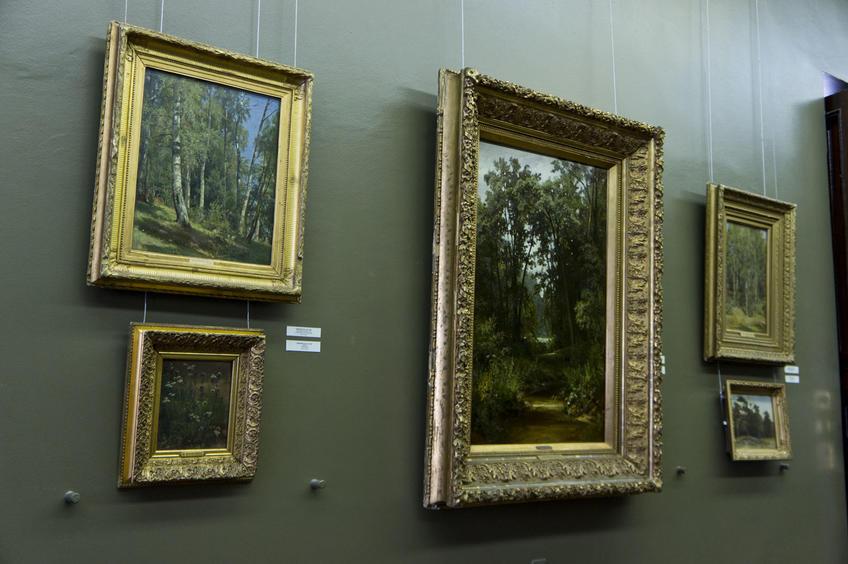 Фото №80163. Фрагмент экспозиции. Работы Шишкина И.И в зале ГМИИ РТ