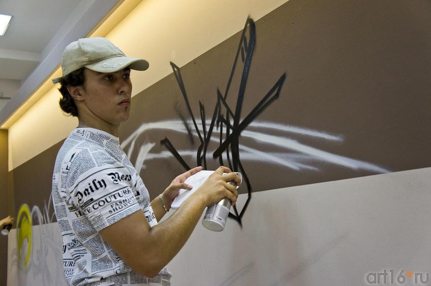 Вова Step::Граффити. Арт-акция «MANEGE Art MAUER» — 2011