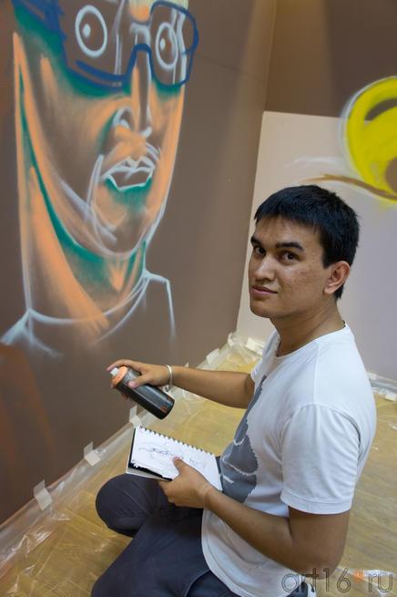 Рустам QB1c Салемгараев::Граффити. Арт-акция «MANEGE Art MAUER» — 2011