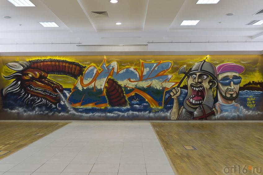 Райтеры: Дмитрий Lil-D Кудинов, Игорь IGOU Афанасьев, Амирхан Haski,  Рустам QB1c Салемгараев::Граффити. Арт-акция «MANEGE Art MAUER» — 2011