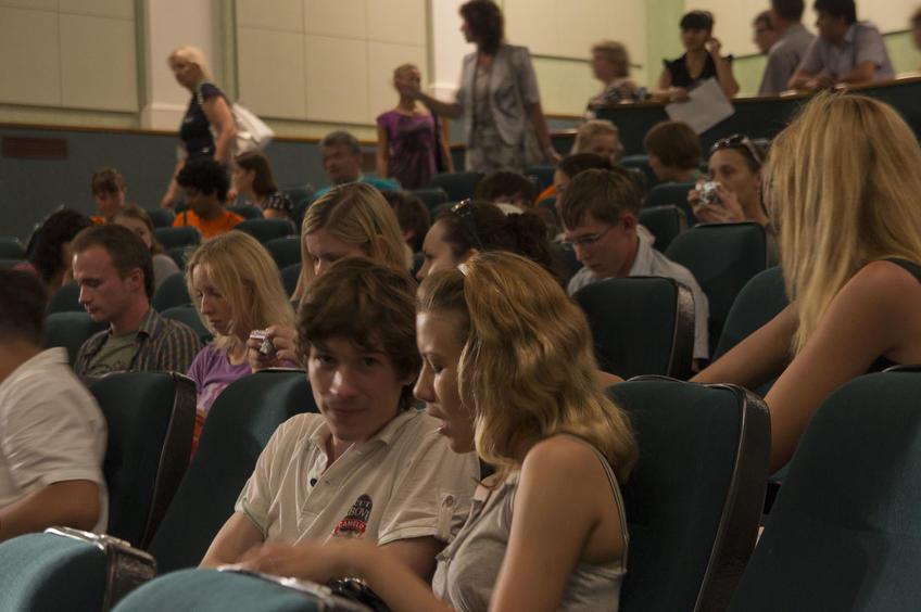 Фото №80545. Перед началом творческой встречи с отцами-основателями  летней киношколы (Казань, июль 2011)