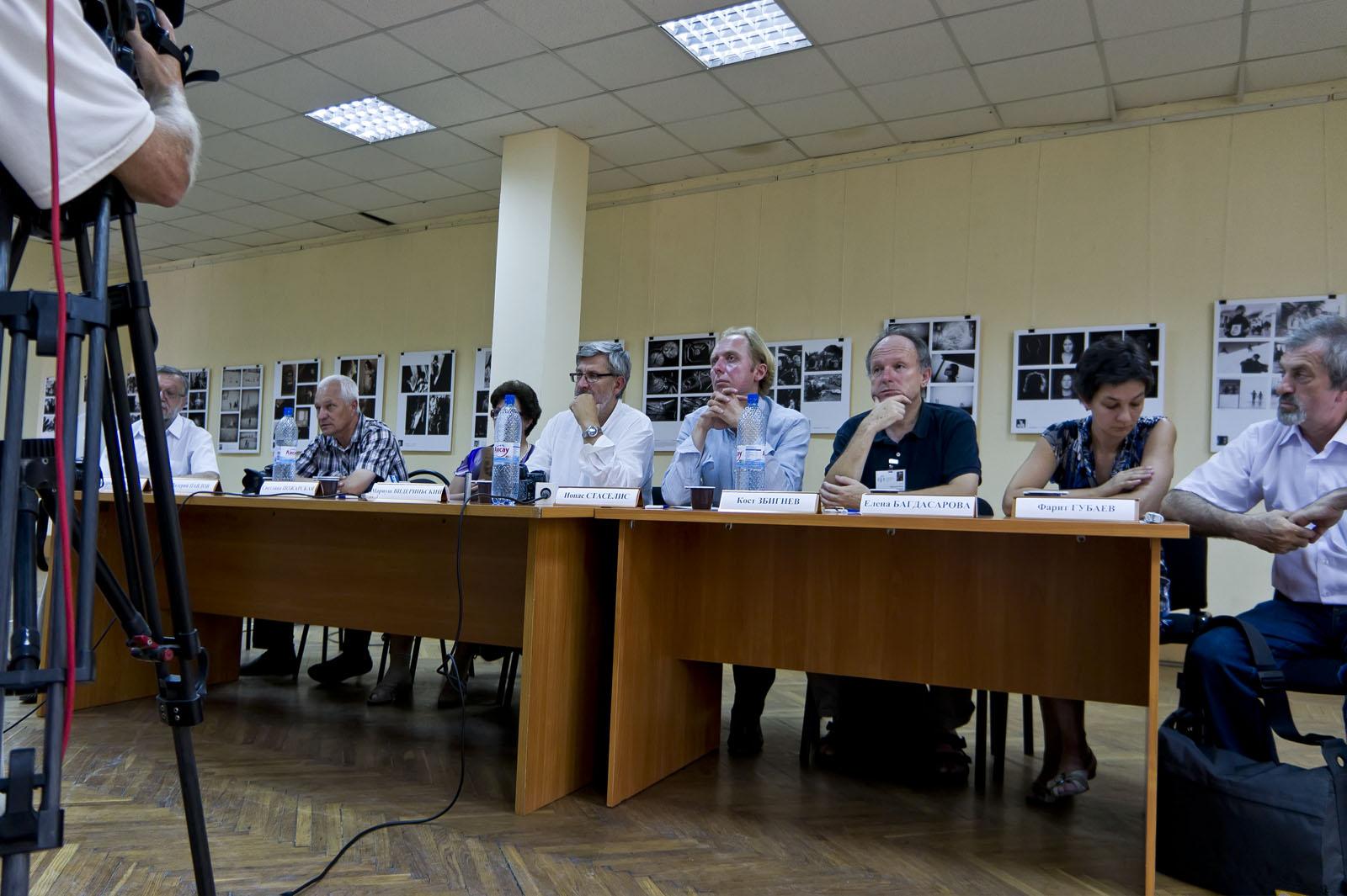 Пресс-конференция в выставочном зале ГМИИ РТ. Жюри конкурса::«Молодые фотографы России – 2011»