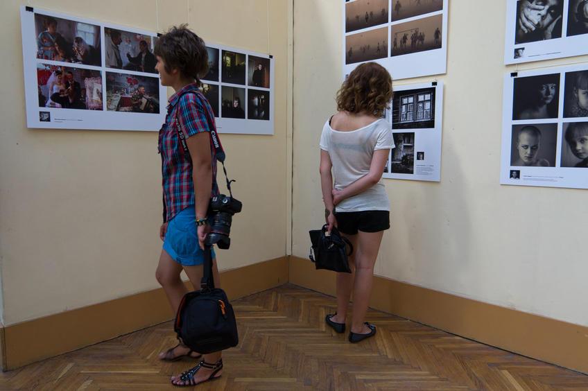 На  конкурсной выставке Молодые фотографы России — 2011