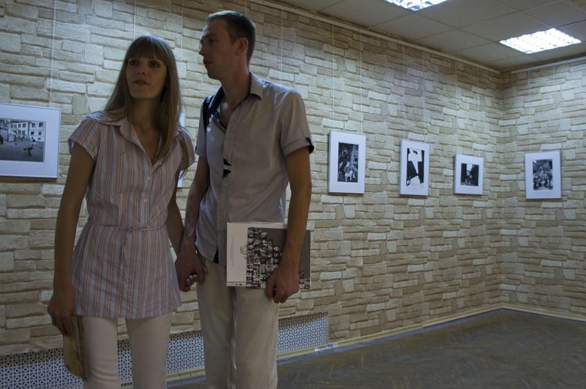 В выставочном зале::«Молодые фотографы России – 2011»