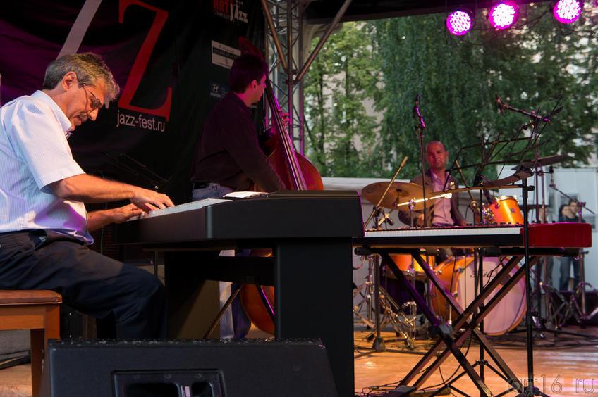 Владимир Штейнман (фортепиано).