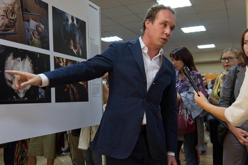 """Фото №81799. Экскурсия про выставке  """" World Press Photo - 2011"""". Казань"""