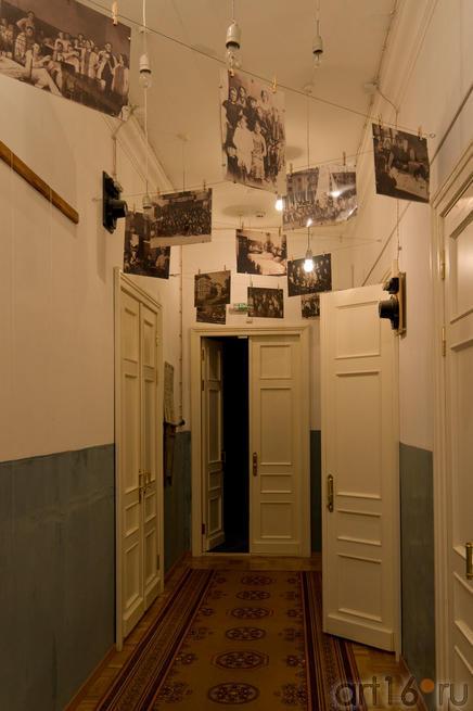 Коридор Дома-музея В.Аксенова::Дом музей В.Аксенова