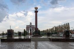 Стела в честь присвоения Курску звания Города Воинской Славы (2007 г.), июнь 2015