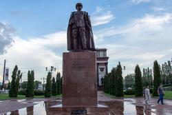 Бронзовый памятник Г.К.Жукову, г. Курск