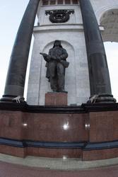 Скульптура танкиста (скульптор - И. А. Минин)