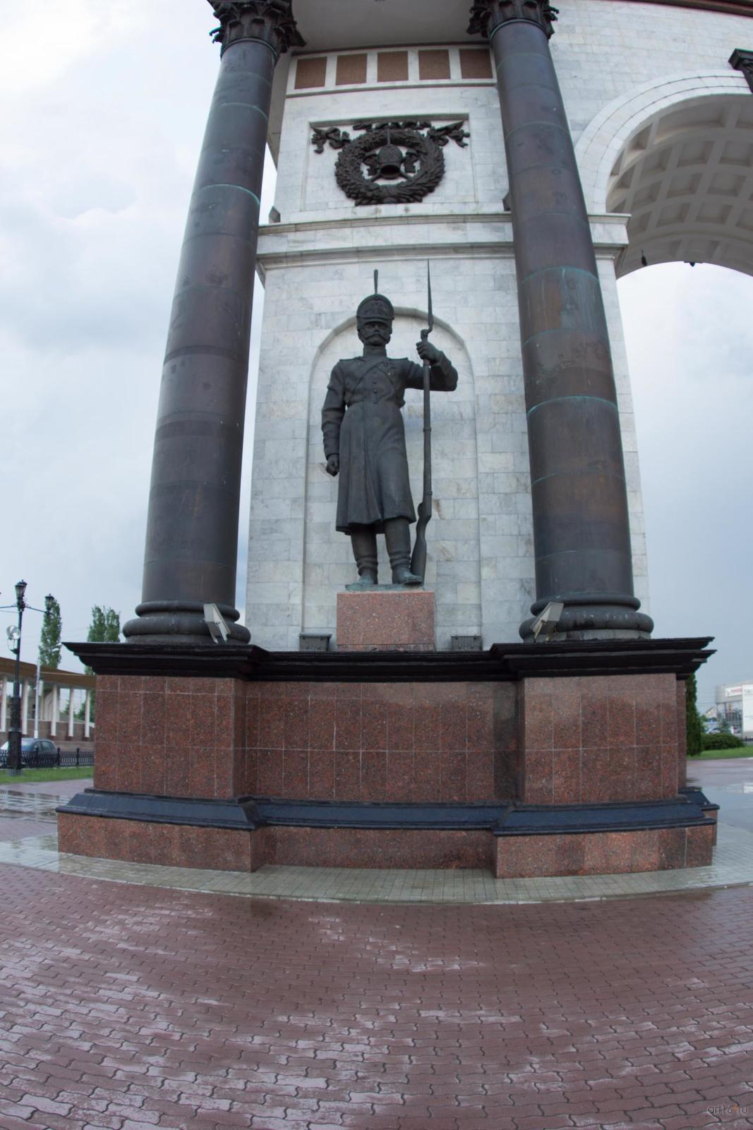 Фото №828807. Скульптура гренадёра (скульптор - И. А. Минин)