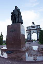 Памятник Г.К.Жукову и триумфальная Арка в Курске