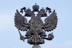 Двуглавый орел на стеле, в честь присвоения Курску звания Города Воинской Славы (2007 г.)