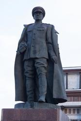 Бронзовый памятник Г.К.Жукову возле триумфальной арки, г. Курск