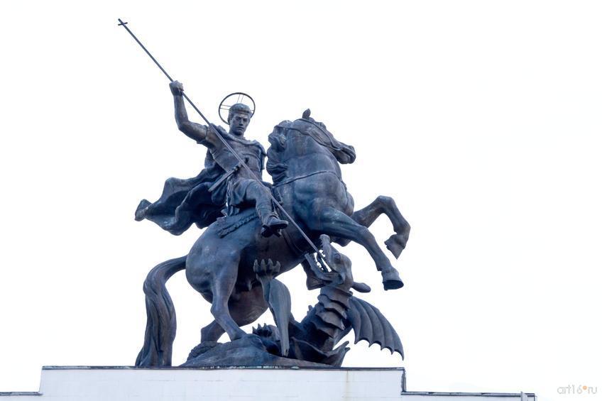 Фото №828897. Скульптура Георгия Победоносца на триумфальной арке г. Курска