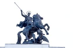 Скульптура Георгия Победоносца на триумфальной арке г. Курска
