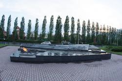 Вечный огонь. Гранитное надгробие «Неизвестному солдату Курской земли» , Курск