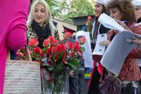 С букета роз начался праздник в Усадьбе Сандецкого