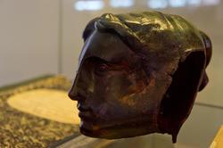 Фрагмент барельефа с памятника Г.Р.Державину —голова музы