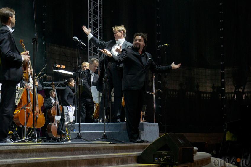 Александр Сладковский (дирижер) и Леонардо Громенья (тенор)