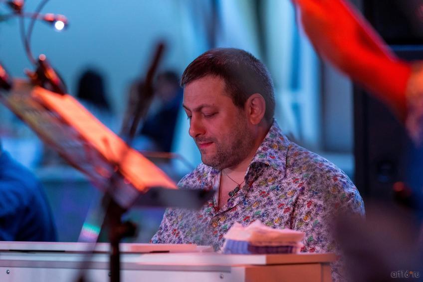 Фото №836938. Армен Мерабов — композитор, аранжировщик, фортепиано