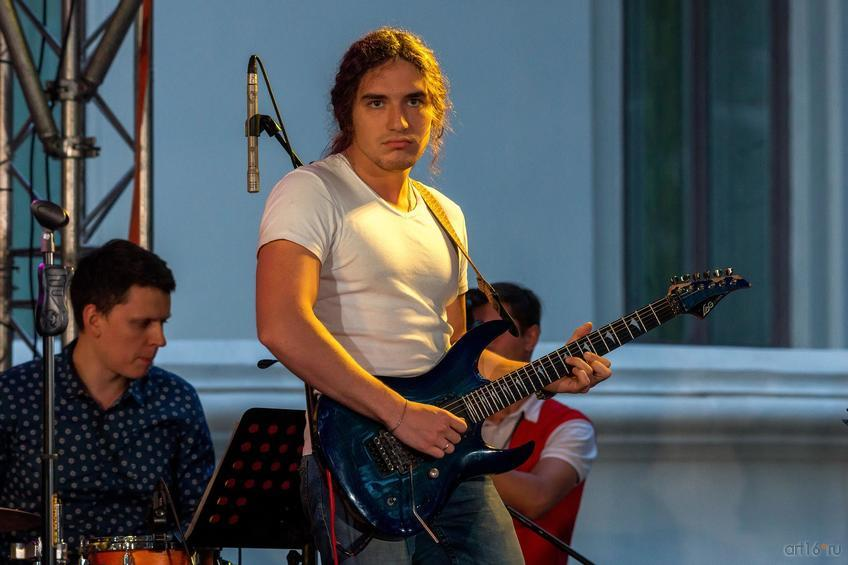 Фото №836956. Леонид Бирзович — гитара