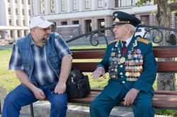 Юеседа с героем. Перед зданием Казанской Ратуши