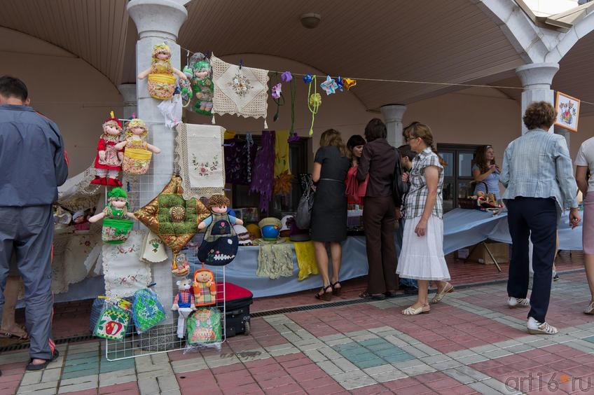 Ярмарка мастеров под арками галереи Хазинэ