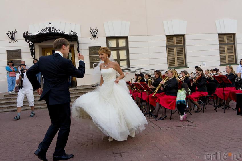 Белый танец под игру женского духового оркестра «Фантазия»