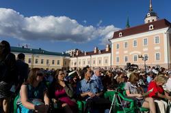 Зрители  оперы «Алтынчач» в Пушечном дворе Казанского кремля