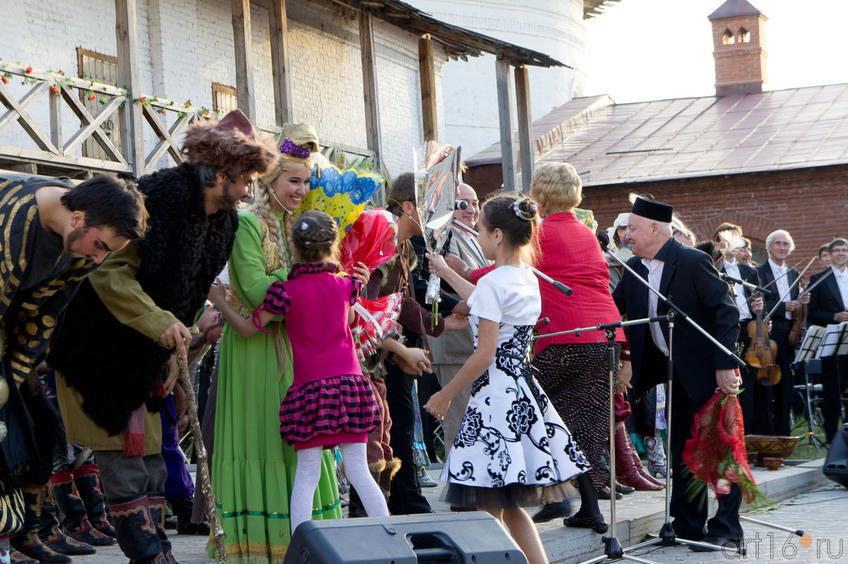 Поздравление артистов с премьерой под открытым небом::Опера «Алтынчач» Н.Жиганова, либретто М.Джалиля
