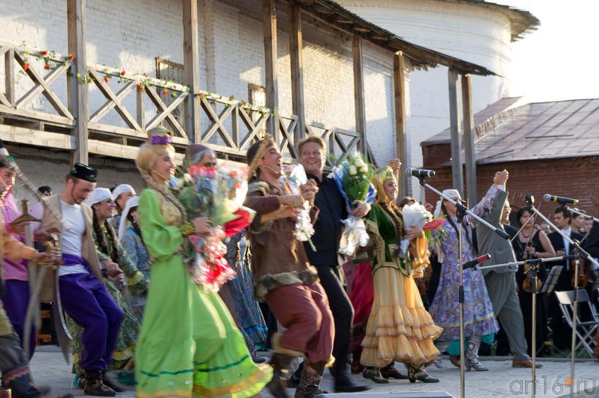 Многократный поклон::Опера «Алтынчач» Н.Жиганова, либретто М.Джалиля