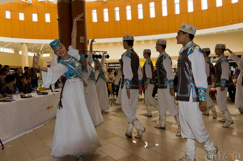 Фото №84567. Финал  III Международного конкурса национальной одежды
