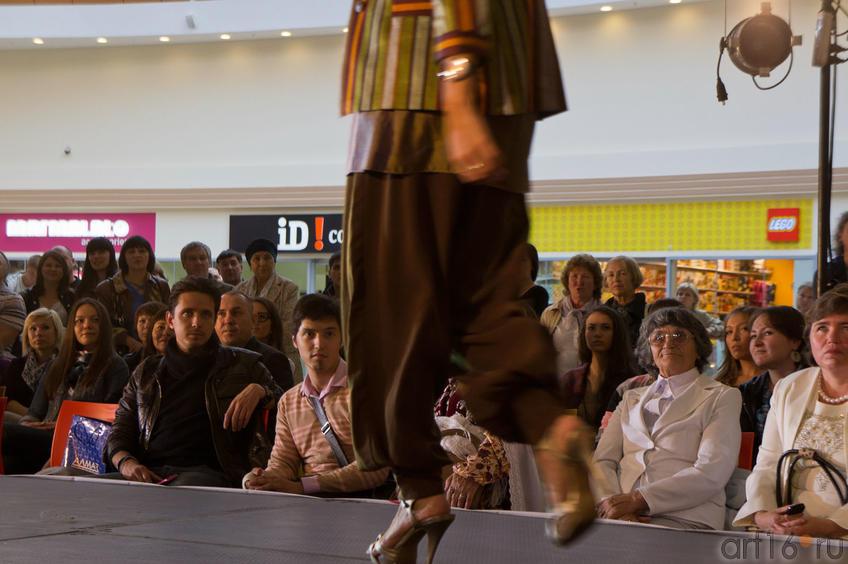 Фото №84617. На показе конкурсном показе  национальной одежды