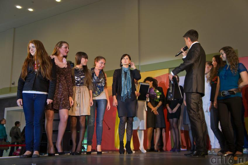 Фото №84682. Награждение победителей. Кубасова Мария (в голубом шарфе)