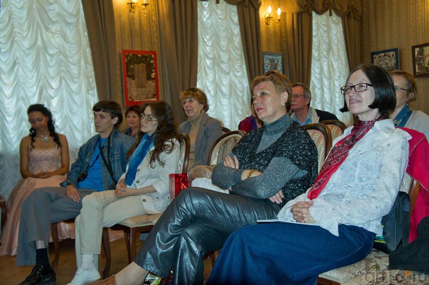 Представители ЛИТО Белая ворона на музыкально-художественном вечере