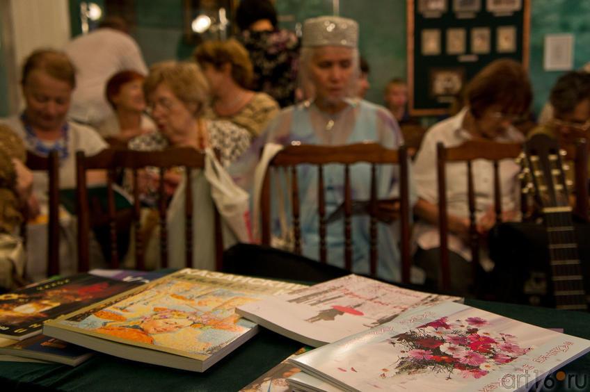 Презентация книг стихов::«Блюз осенних листьев» — праздник поэзии и музыки