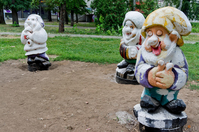 Три гнома их семи в Лядском садике ( уже разукрашенные)::«Блюз осенних листьев» — праздник поэзии и музыки