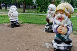Три гнома их семи в Лядском садике ( уже разукрашенные)