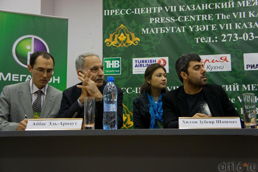 Фото №85218. Аббас Эль- Арнаут (Иордания), Хильми Зубейр Шмшмаз (Турция) с переводчиками