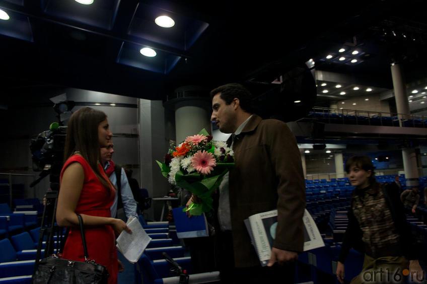 Фото №85323. Интервью после церемонии награждения