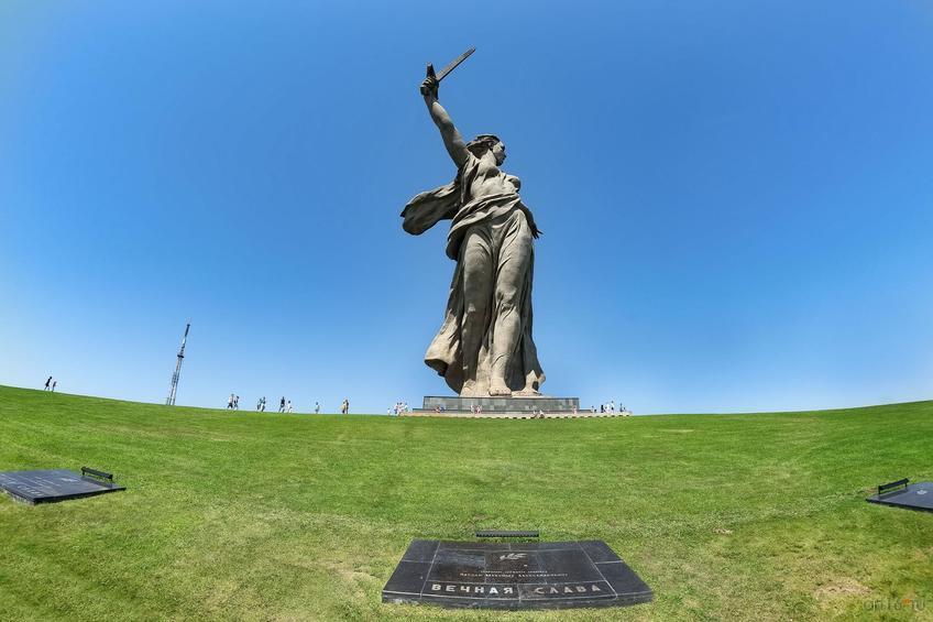 Фото №858235. Скульптура «Родина-мать зовет!»