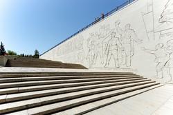 Лестница, ведущая к скульптуре «Родина Мать зовет»
