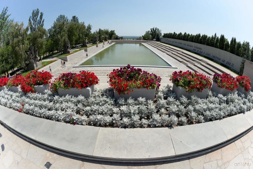 Вид на площадь Героев с площади Скорби::Волгогорад. 2015