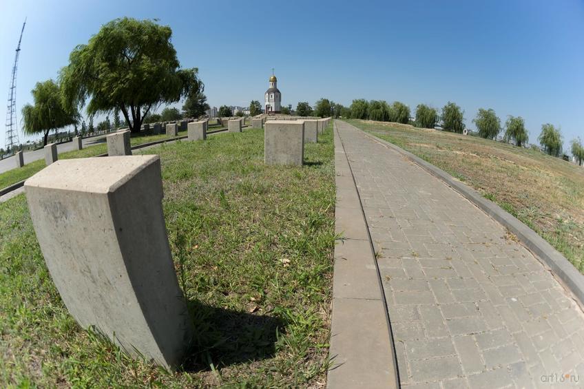 Воинское мемориальное кладбище, Мамаев курган::Волгогорад. 2015