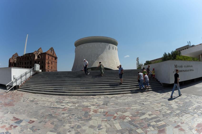 Музейный комплекс «Сталинградская битва». Руины мельницы и музей-панорама::Волгогорад. 2015