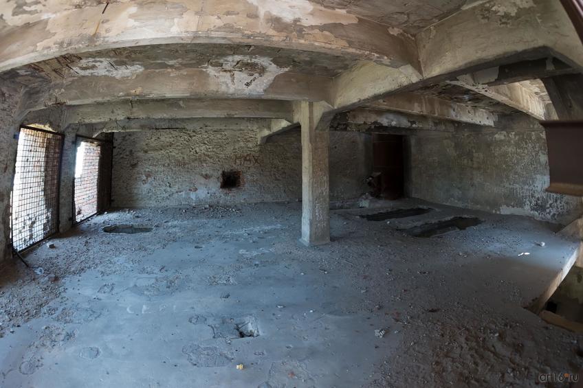 Руины мельницы  Грудинина были оставлены по состоянию на 1943 год как памятник  изуродованному войной Сталинграду::Волгогорад. 2015