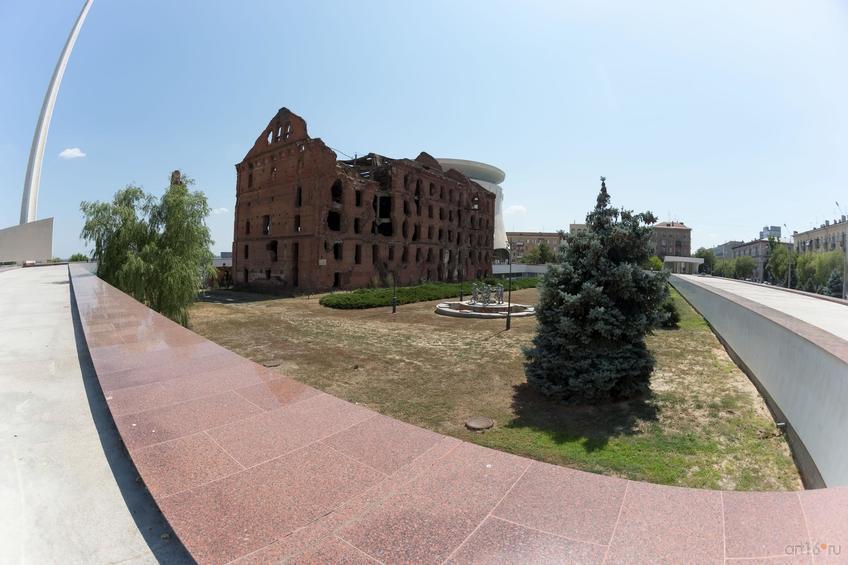 Фото №858823. Руины мельницы  Гергардта (Грудинина) и фонтан «Детский хоровод»